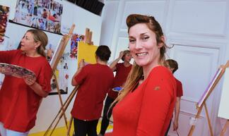 artist-leader-Poppy-Kay-at-Paint-Jams-arty-tea-party-pop-up-art-workshops-London-in-Soho